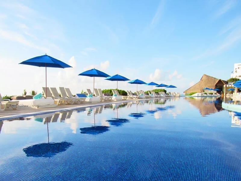 Bể bơi vô cực Live Aqua Cancun